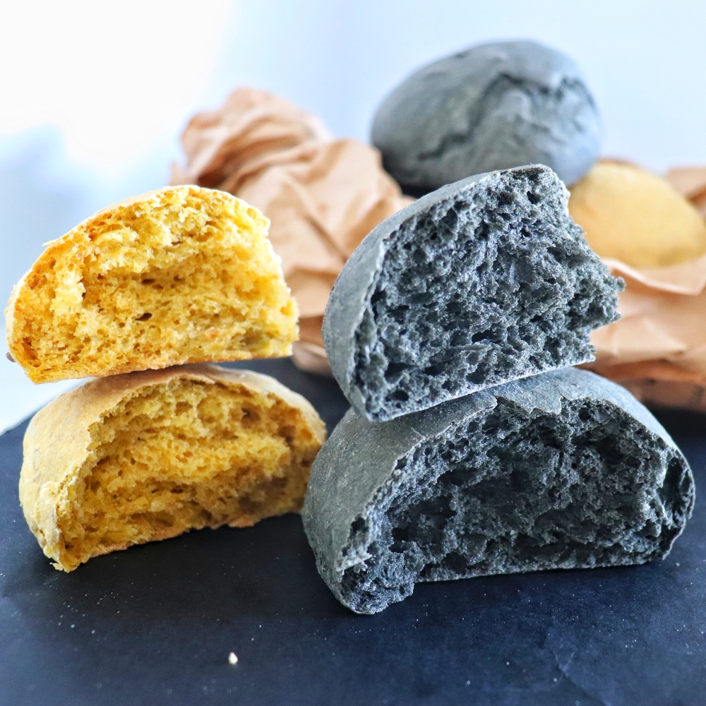 Panini alla zucca con carbone vegetale